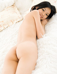 Model aino kishi in petite angel