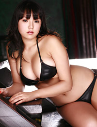 Model ai shinozaki in busty in black