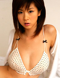 Model aki hoshino in in the mood