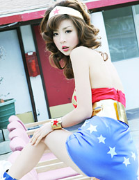 Model aki hoshino in wonder woman