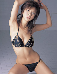 Model aki hoshino in steaming hot