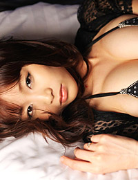 Model akina aoshima in light and dark