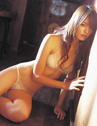 Model yuriko shiratori in roadside bar 1